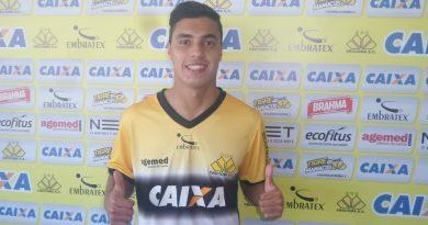 Criciúma apresenta atacante Alisson Farias