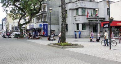 Ambulantes precisam de licença para atuar em Criciúma