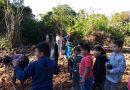Crianças ajudam na recuperação do Rio Turvo com plantio de mudas