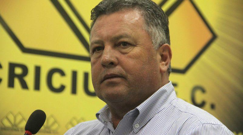 Roberto Cavalo segue no comando do Criciúma