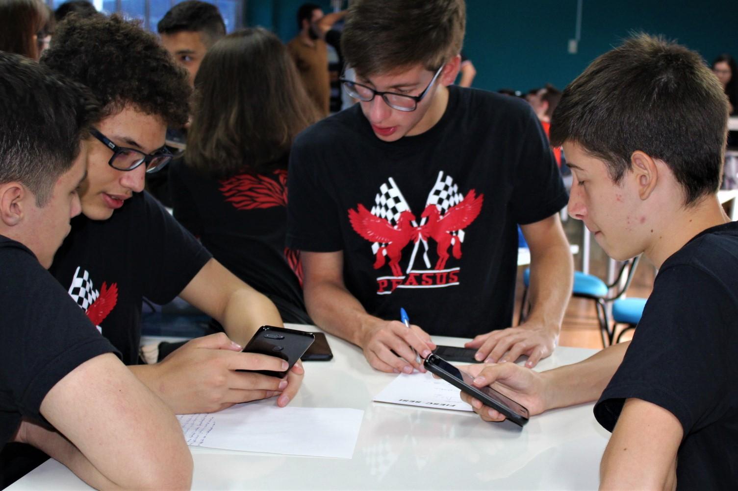 Estudantes do Sesi Senai de Criciúma e São José vão representar Santa Catarina em competição nacional