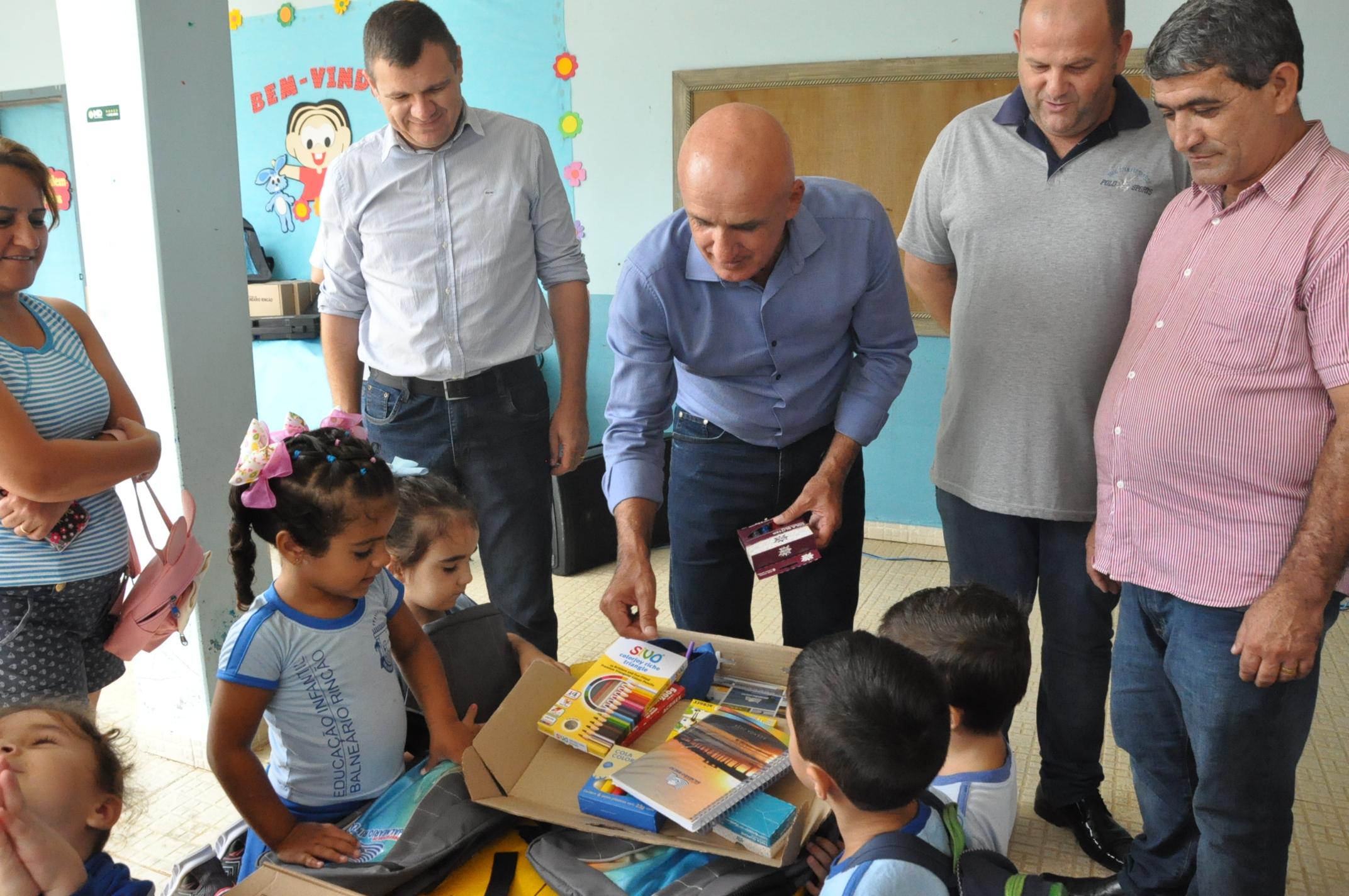 Uniforme e material escolar garantido para estudantes do Rincão