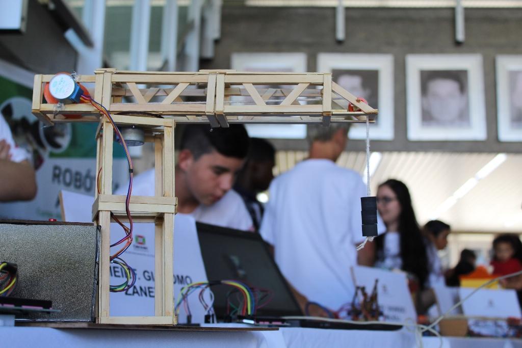 Alunos da rede municipal apresentam projetos de Robótica