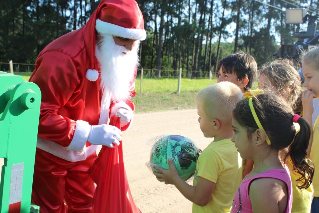 Grupo RAC realiza ação de Natal com crianças de Içara