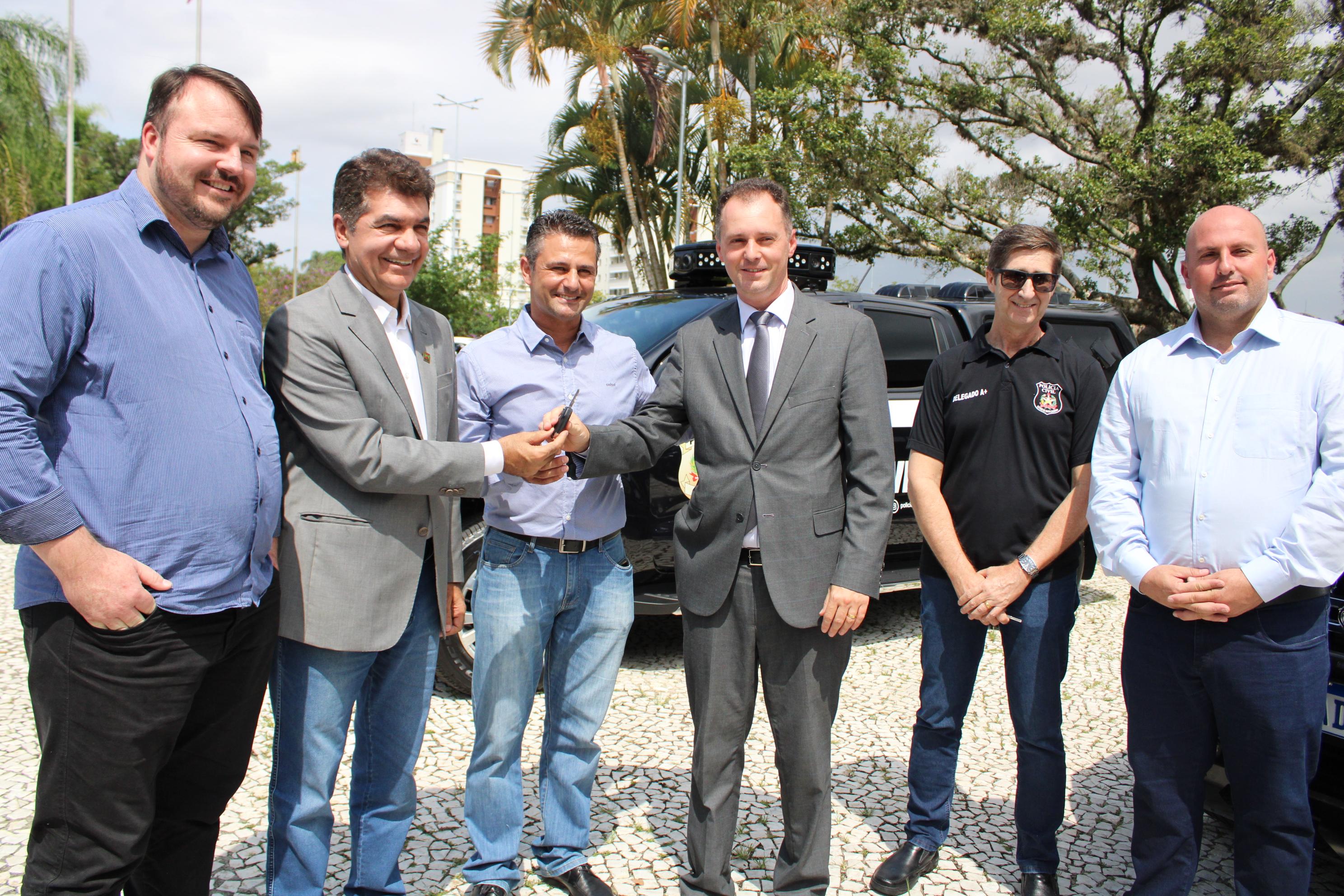 Convênio garante duas novas viaturas para a Polícia Civil
