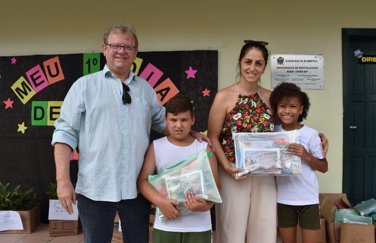 Mais de 450 kits de material escolar são distribuídos em Siderópolis