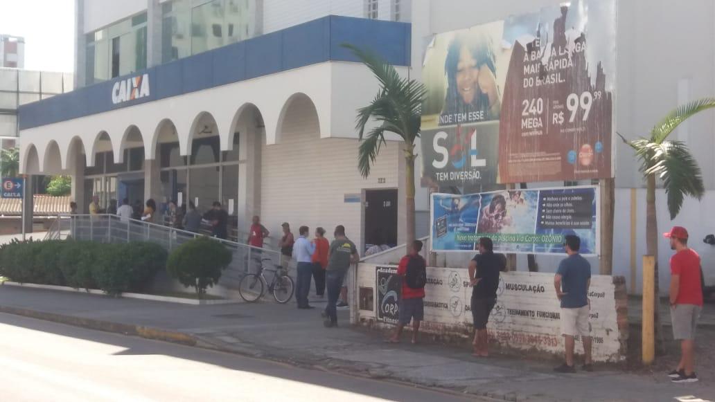 Bancos abrem com registro de filas na região