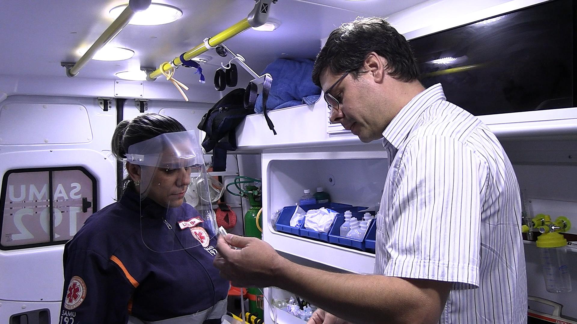 Protetores faciais desenvolvidos pela Unesc foram entregues aos profissionais do SAMU