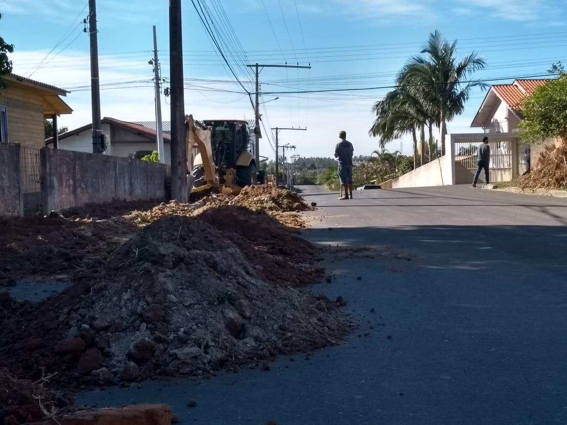 Ruas pavimentadas passam por conclusão de calçadas em Içara