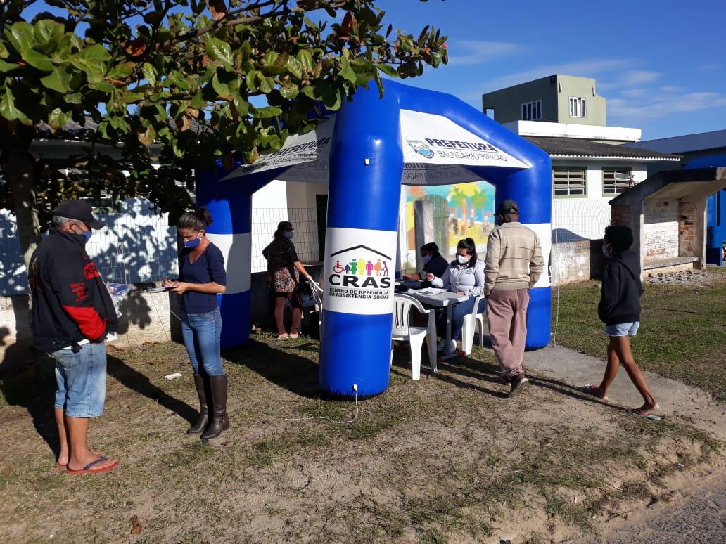Prefeitura de Balneário Rincão doa máscaras e álcool em gel para população carente